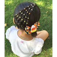 """Hairstyle inspired by Shelley @prettylittlebraids I just changed the arrow braid she originally had for an elastic candy corn style. #HalloweenHairChallenge . Candy corn bow made by me #pr3ttyhairstyles #PG_CandycornHair"""" Photo taken by @pr3ttygirl79 on Instag"""