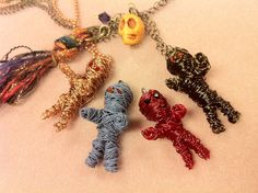 These are awesome! From Abbi Berta at The Bead Place...full #DIY for these mummies
