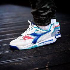 Pin by Luis Galvan on Tenis in 2019 Retro Sneakers, Best Sneakers, Sneakers Fashion, Fashion Shoes, Shoes Sneakers, Diadora Sneakers, Shoe Basket, Adidas Shoes, Vans