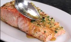 The secret of her salmon recipe is the sauce she pours on it - Today Pin Asian Fish Recipes, Tilapia Fish Recipes, Recipes With Fish Sauce, Whole30 Fish Recipes, White Fish Recipes, Easy Fish Recipes, Salmon Recipes, Meat Recipes, Seafood Recipes