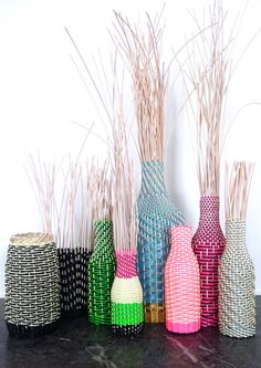 Hélène Lefeuvre Fused Plastic, Plastic Vase, Paper Weaving, Hand Weaving, Diy And Crafts, Arts And Crafts, Duct Tape Crafts, Quilling Earrings, Creation Deco