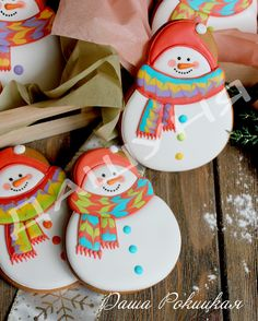 More cute scarfs Snowman Cookies, Christmas Sugar Cookies, Christmas Sweets, Noel Christmas, Christmas Goodies, Holiday Cookies, Christmas Baking, Fancy Cookies, Iced Cookies