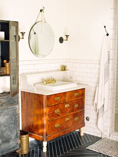 Eclectic bathroom: http://www.stylemepretty.com/living/2015/04/20/eclectic-home-tour/ | Photography: Melissa Jill - http://www.melissajill.com/