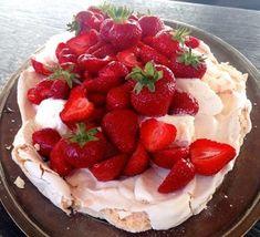 opskrift på marengs med is og jordbær