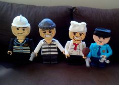 Bonecos esculpidos em isopor e customizados com porcelana fria (biscuit), com 30 cm de altura, ideais para compor mesa decorada. Podemos desenvolver qualquer boneco estilo lego. Frete por conta do cliente. R$ 80,00