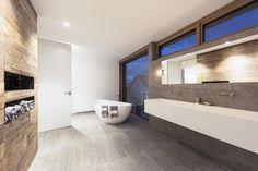 Individuelles #Corianwaschbecken, Dusche, Sauna, Badewanne. Modern kombiniert mit Beton und Altholz  Loft 78 Get Inspired, visit: www.loft78.com #interiordesign #interior #interiors #house #home #design #architecture #decor #homedecor #luxury #decor #love #follow #archilovers #casa  #bad #design #rosenheim #münchen #corian #altholz #beton #concrete #bathroom #home #homedecor #inneneinrichtung  #regal #innenarchitektur