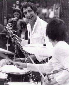 Pete Townshend and Keith Moon -- Anaheim Stadium (June 14, 1970)