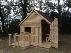 19 Pallet Teenager Cabin Hideaway Fun Pallet Crafts for Kids Pallet Sheds, Pallet Cabins, Pallet Huts & Pallet Playhouses