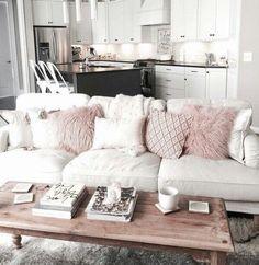 Diseño de interiores sofá blanco y rosa súper chic