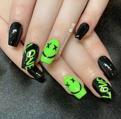 Neon Acrylic Nails, Halloween Acrylic Nails, Acrylic Nails Coffin Short, Neon Nails, Neon Nail Designs, Black Nail Designs, Short Nail Designs, Neon Green Nails, Green Nail Art