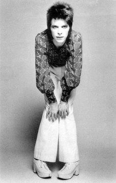 1972 - David Bowie 70s (photo by Masayoshi Sukita).