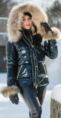 Hooded Winter Coat, Hooded Cloak, Leder Outfits, Down Puffer Coat, Puffy Jacket, Winter Fashion Outfits, Fur Collars, Catsuit, Leggings Fashion