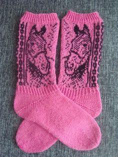 Sukkelat puikot: Sukka pläjäys Knitting Charts, Knitting Socks, Baby Knitting, Knitting Patterns, Crochet Horse, Knit Or Crochet, Scandinavian Pattern, Crochet Animal Patterns, Fair Isle Knitting