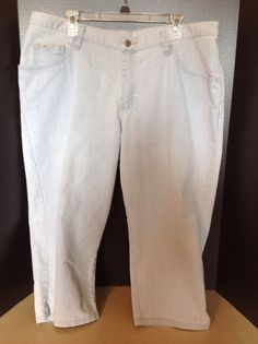 Blu Women's Capri Size 16 W Light Blue Wash Stretch #Blu #CaprisCropped