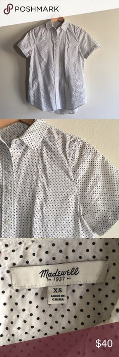 Madewell Short Sleeved Shirt in Crinkledot Worn a handful of times. In excellent condition. Breezy button up with cute tiny polka dots. Also a great pop of pattern out of a sweater. Madewell Tops Button Down Shirts