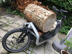 Move large chopping block is no problem - who needs a trailer :-) Cargo Bike, Larry