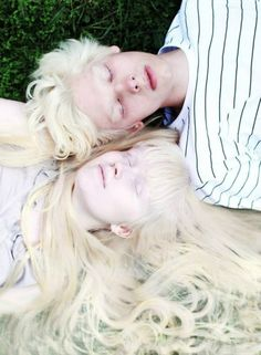 albino models Nastya Zhidkova & Kriss Balch ~ by Anna Danilova. Modelo Albino, Pretty People, Beautiful People, Pale Skin, White Aesthetic, Pose Reference, Dark Fantasy, Belle Photo, Character Inspiration