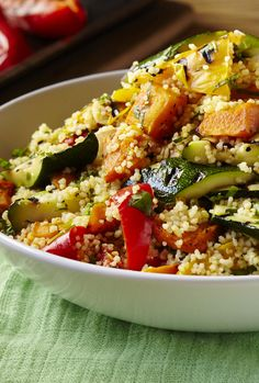 Light, bright couscous salad with roasted veggies Couscous Salad, Gumbo, Quick Meals, Soul Food, Kos, I Foods, Quinoa, Meal Prep, Salads