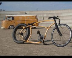 Simplicity & VW go hand in hand. Beach Cruiser Bikes, Cruiser Bicycle, Lowrider Bicycle, Wood Bike, Velo Vintage, Power Bike, Bicycle Workout, Motorcycle Style, Cool Bicycles