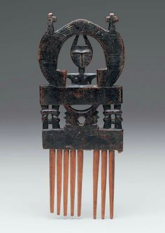 Africa | Comb from the Asante people of Ghana | Wood | Late 19th to early 20th century
