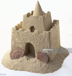 For my beach Fairy. Sand dough: 1 part white glue, 2 parts flour, 2 parts sand, 2 parts water Sand Dough, Ill Stand By You, Homecoming Floats, Castle Project, Toy Castle, Cardboard Castle, British Seaside, Ocean Themes, Sand Art