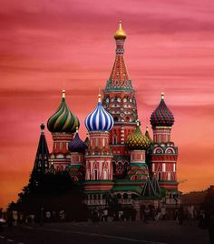 beautiful people from around the world | St. Basil\'s Orthodox Church in Moscow, Russia