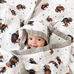 Peekaboo, I see you! 🙈😍 PC: Libby Dewar The Sleep… – Little Unicorn Peekaboo, I see you! 🙈😍 PC: Libby Dewar The Sleep… Peekaboo, I see you! 🙈😍 PC: Libby Dewar The Sleep Store Baby Kind, Mom And Baby, Little People, Little Ones, Cute Baby Pictures, Pictures Of Babies, Western Baby Pictures, Newborn Pictures, Future Mom