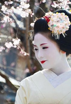 Geisha in beautiful kimono posing in Kyoto, Japan. Description from pinterest.com. I searched for this on bing.com/images