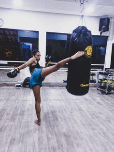 Prático Muay Thai há 3 anos, posso dizer que é os melhores dias são os dias de treino! Muay Thai, Highlights, Live, Pro Life, Physical Activities, 3 Year Olds, Lifestyle, Luminizer, Hair Highlights