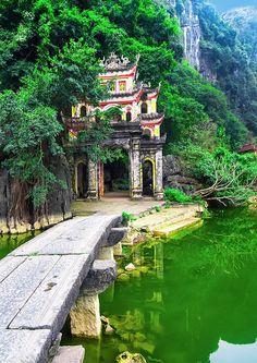 Visiter une grotte à Ninh Binh au Vietnam