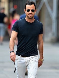 "Star Tracks: Tuesday, July 1, 2014 | HOT SHOT | After dishing on his ""hot feet"" when asked about wedding plans, Justin Theroux keeps his cool Saturday on the streets of N.Y.C."
