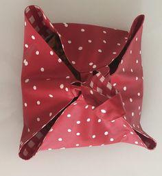 Un sac à tarte baluchon réversible. - Octavie à Paris Pie Carrier, Paris, 50 50, France, Humor, Sewing, Dressmaking, Bags, Tutorial Sewing