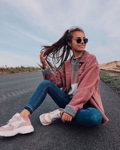 Fashion 2019 New Moda Style - fashion Cute Instagram Pictures, Cute Poses For Pictures, Instagram Pose, Picture Ideas For Instagram, Tumblr Picture Ideas, Photo Ideas, Mode Outfits, Fashion Outfits, Posing Tips