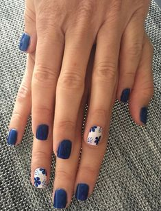 18 Nail Art Hacks Everyone Should Know Outstanding white and blue nail art Best Nail Art Designs, Nail Designs Spring, Nail Art Flowers Designs, Spring Design, Short Nail Designs, Simple Nail Designs, Spring Nail Art, Spring Nails, Winter Nails