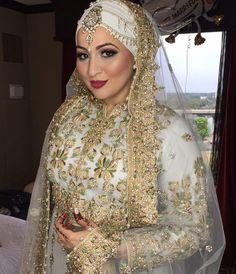 So gorgeous mashallah! @aisharizwan #thehijabbride hijab styling by @yazthespaz89 #modestbride #modestfashion #muslimbride #muslimfashion
