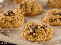 Grandma's Oatmeal Raisin Cookies - This #lowfat cookie recipe is a guilt-free way to enjoy dessert!