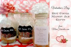 The perfect treat for those you love: Valentine's Day Hot Cocoa Mason Jar Gifts are super easy to assemble and inexpensive too. #gifting #valentinesday