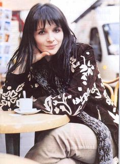juliette binoche - such a pretty face!