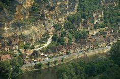Dordogne, La Roque Cageac, het dorp is genoemd naar de gigantische rotswand, E.klever