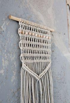 Vuoden käsityötekniikka 2017 - makramee, Kalahari-seinätekstiili, käsityöohje, suunnittelu Tiia Eronen. Taitojärjestö. Textiles, Diy And Crafts, Knitting, Crochet, Handmade, Inspiration, Diy Ideas, Image, Bag