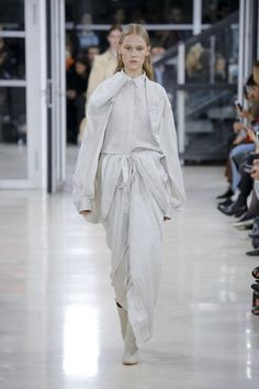 Y/Project | Ready-to-Wear - Spring 2018 | Look 27/ SIMPLICITY/UNITY/NEW MIXES/RECONTEXTUALIZE3 2