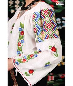 Ie Traditionala Romaneasca Maneca Lunga Cusuta Manual Motivul Geometric Floral Folk Costume, Costumes, Ethnic Fashion, Womens Fashion, Historical Clothing, Needle And Thread, Floral Tie, Gingham, Bell Sleeve Top