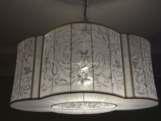 Подвесной абажур из белого шелка. Вышивка копирует лепнину с потолка