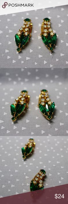 🆕Gold Emerald Drop Earrings 🔹Elegant drop earrings.🔹Emerald green colored stones & clear crystals.🔹Gold tone metal.🔹No trades/off-Posh transactions.🔹Reasonable offers welcome! Vintage Jewelry Earrings