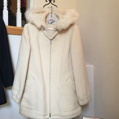 Vintage Jacket, Off White, Fox Trim  Size Small Beautiful vintage jacket with fox trimmed hood. This jacket is like new. Hardly ever worn. I am the original owner and purchased in 1980 in Canada. It has been carefully stored. I can measure if your interested. It is 100% wool and in perfect condition . Eskimo Wear by Mackintosh Jackets & Coats