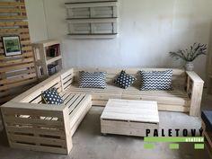 Sedačka z palet s odkládacím prostorem Pallet Sectional Couch, Diy Pallet Couch, Pallet Lounge, Diy Couch, Indoor Pallet Furniture, Breakfast Nook Decor, Hookah Lounge, New Room, Living Room Furniture