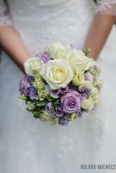 purple meets white. #wedding #bouquet #detail #shot #photography