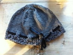 Lace hat with velvet ribbon