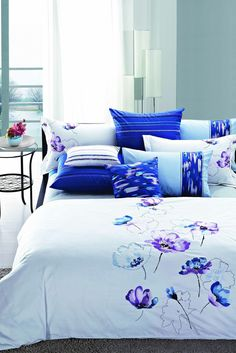 2014 New embroider design , luxury and fashionable for bed sheet . Luxury Duvet Covers, White Duvet Covers, Blue Duvet, Thread Art, Crewel Embroidery, Dark Colors, Bed Spreads, Linen Bedding, Bed Sheets