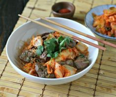 Bulgogi Inspired Beef Kabobs quickly cooked and tossed with Kimchi and Kelp Noodles. A meal in 10 minutes! http://stalkerville.net/
